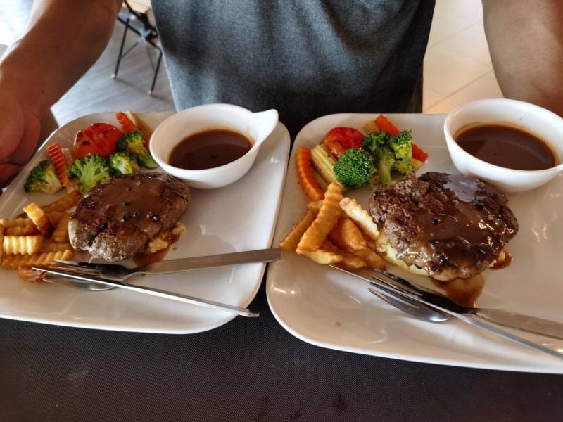 Restaurant3-min